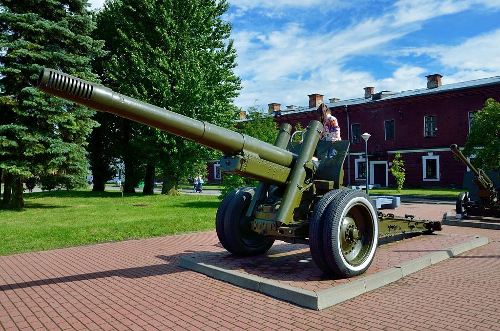 Знаменитая советская 152-мм гаубица МЛ-20. Именно она часто мелькает в кинохронике, когда показывают артподготовку перед советскими наступлениями