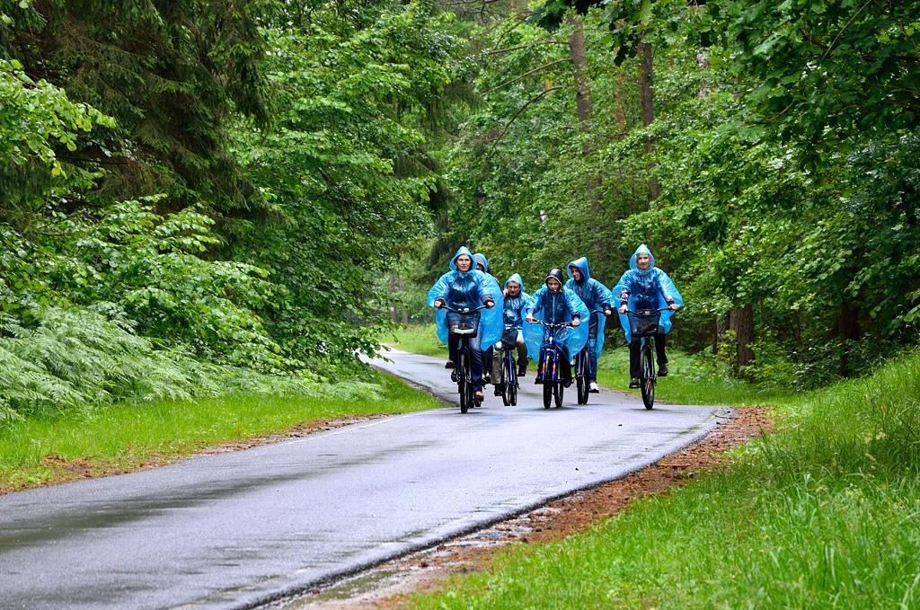 В начале поездки пошел дождь. Народ реально озлобился и чуть все не поругались :)