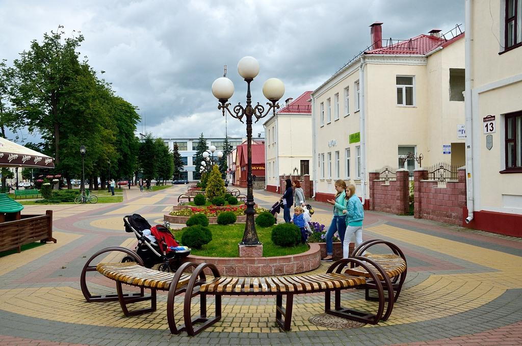В Отличие от Бреста и Гродно, пешеходная улица в Кобрине носит имя Суворова
