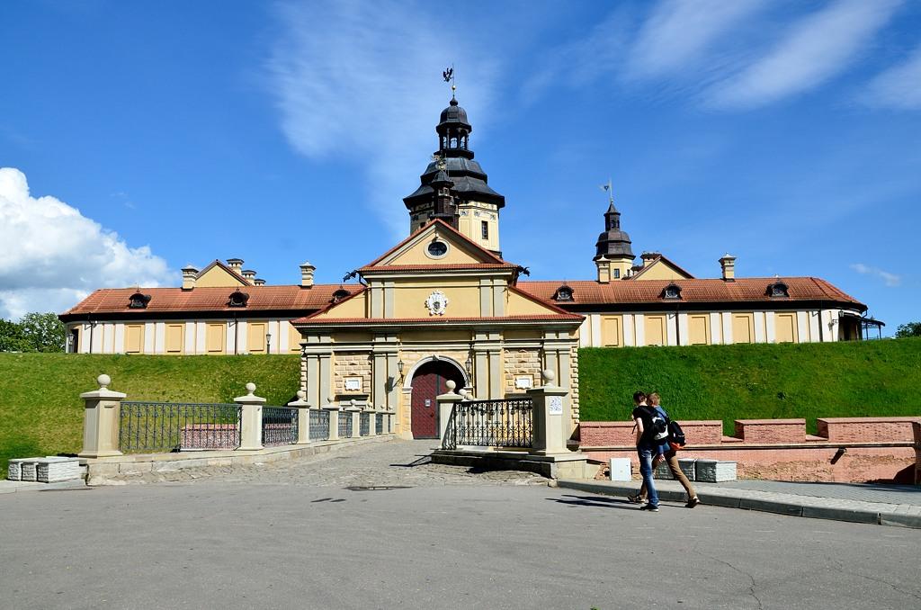 У входа в Несвижский замок. Точнее, уже у выхода :)