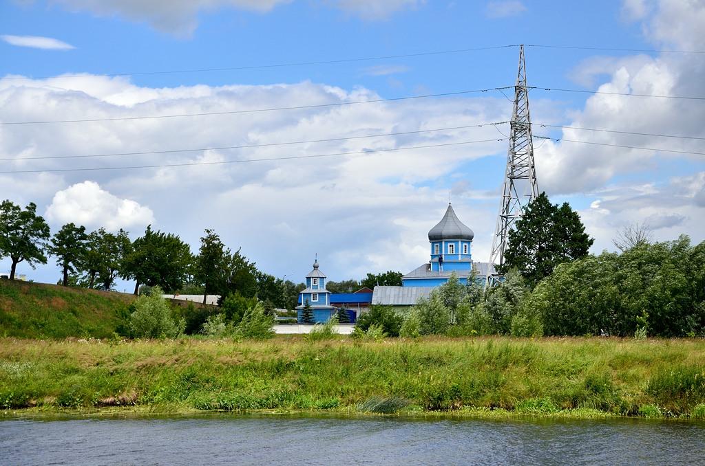 Церковь на другом берегу Муховца