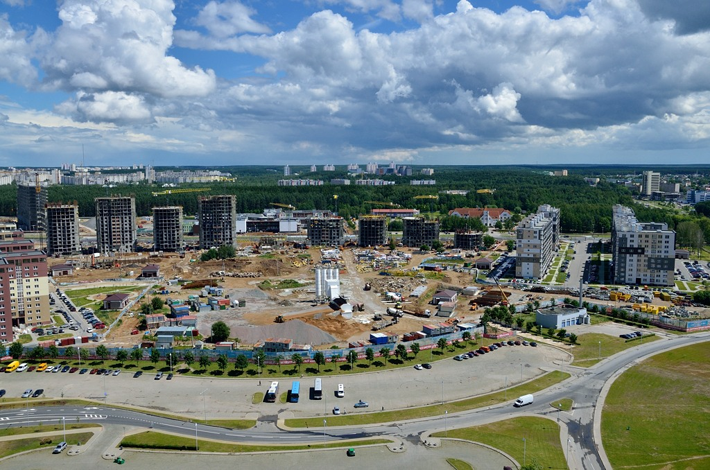 Вид на Минск с крыши библиотеки. Впрочем, библиотека на окраине, так что ничего особо интересного