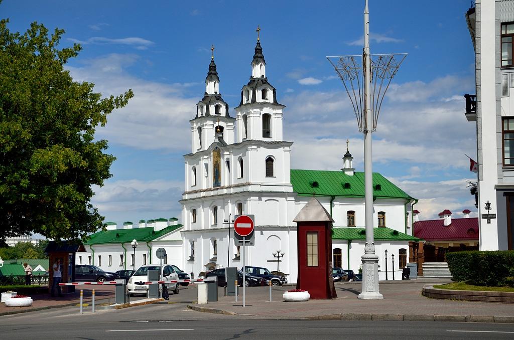 Кафедральный собор Сошествия Святого Духа. Строился как католический костел, но в 1860-м переделан в православный собор