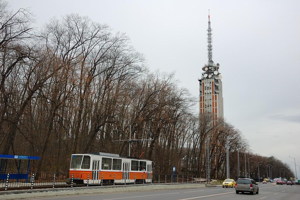 Трамвай у подножия телебашни