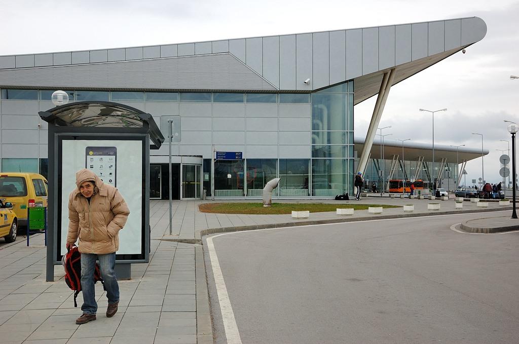 Софийский аэропорт. В ожидании автобуса