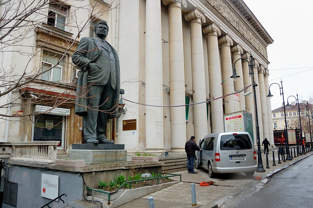 """Памятник Александру Стамболийскому, болгарскому политику, боровшемуся с """"мировой закулисой"""" и убитому в 1923-м году"""