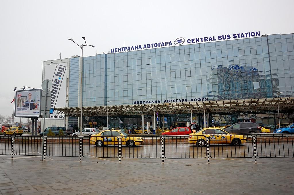 Вокзалы в Болгарии называют на французский манер - Гара. Так же как в Румынии и Молдавии