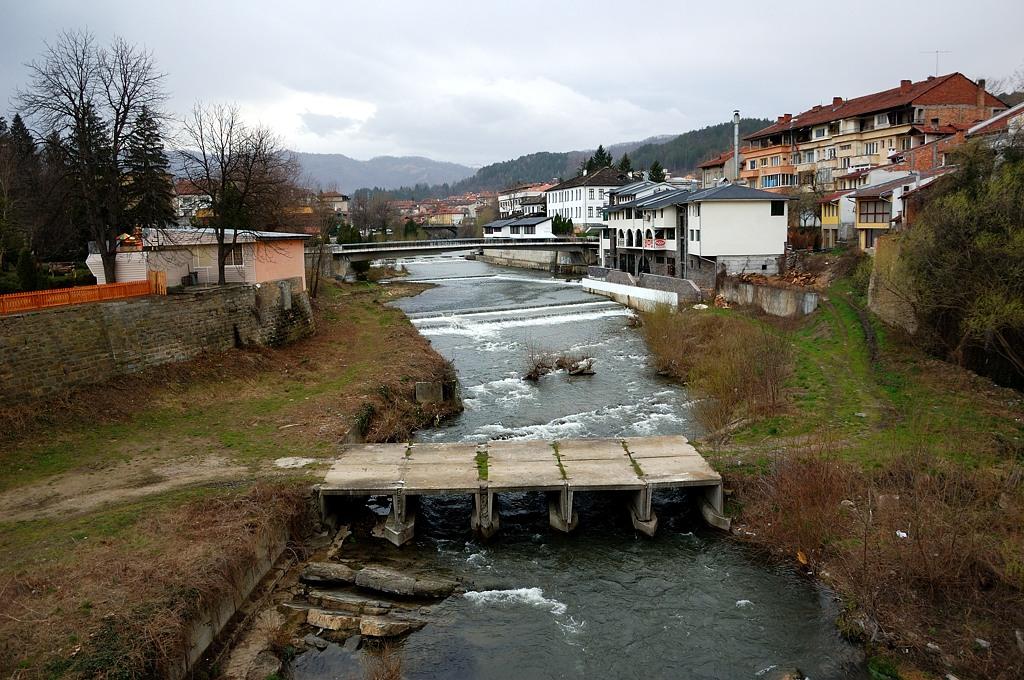 На мосту в городке Троян