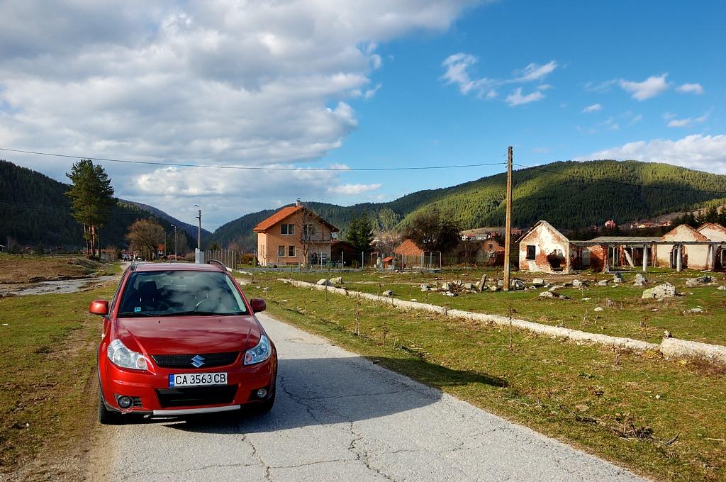 Дорога в горы на окраине Белого Искыра