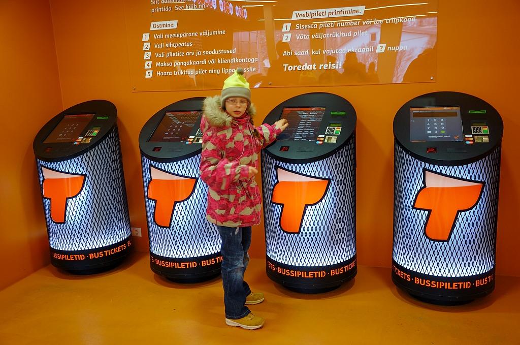 """Билет на автобус на Таллинском автовокзале покупал вот в таком модном """"хипстерском"""" автомате"""