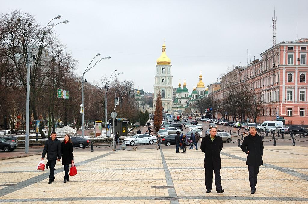 Михайловская площадь и вид на Михайловский Златоверхий монастырь