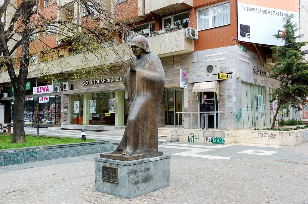 Памятник Матери Терезе