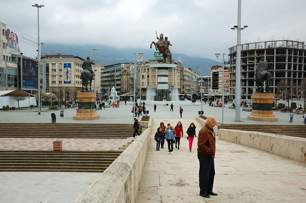 Вид с моста на центральную площадь