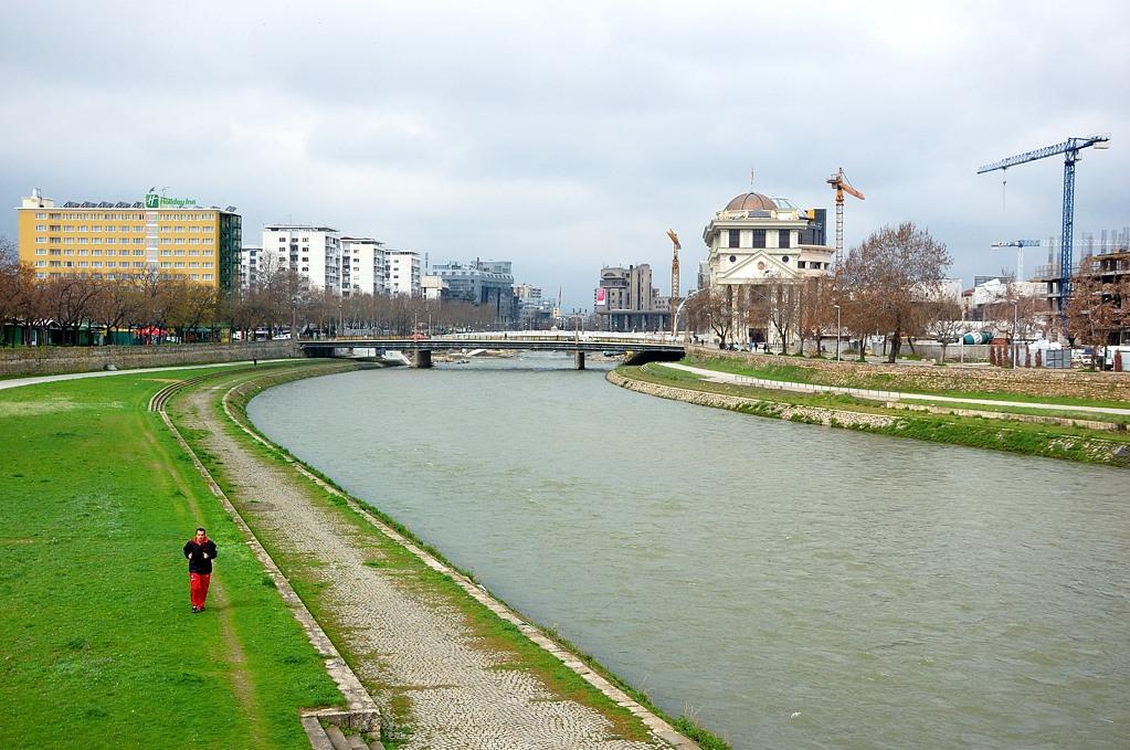 Река в Скопье называется Вардар