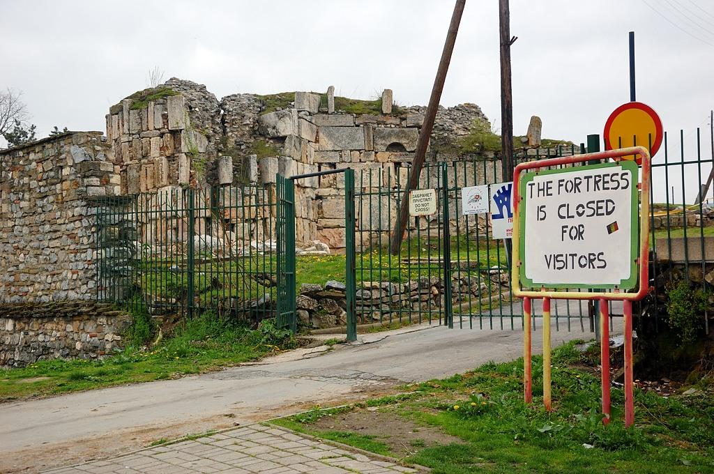 """Вход в саму крепость запрещен, боятся обрушений. Но, как я понял, можно пройти неофициально, заплатив бакшиш местным """"помогалам"""""""