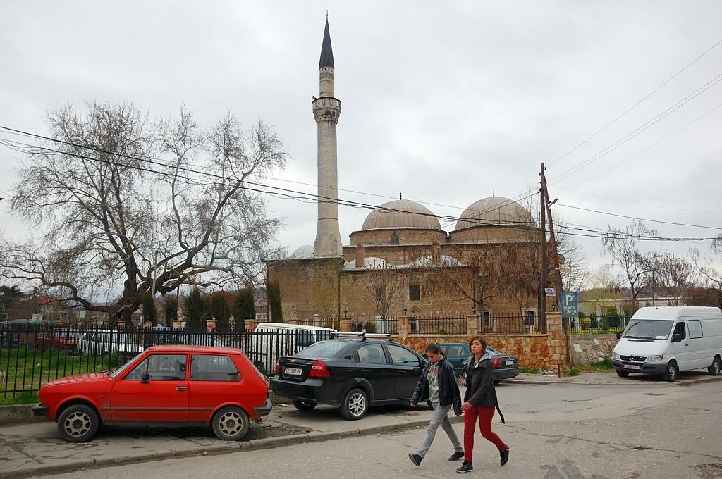 Мечети в центре повсюду