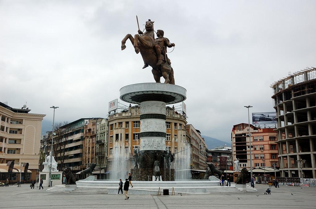"""На центральной площади стоит памятник Александру Македонскому. Впрочем, официальное название памятника - """"Воин на коне"""""""