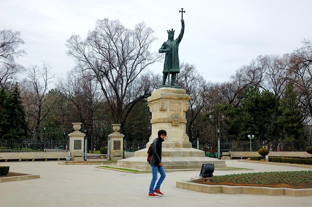 Памятник Штефану чел Маре (Великому), правителю Молдавии 15-го века. Памятник был воздвигнут в 1928-м году, когда Кишинев был оккупирован Румынией.