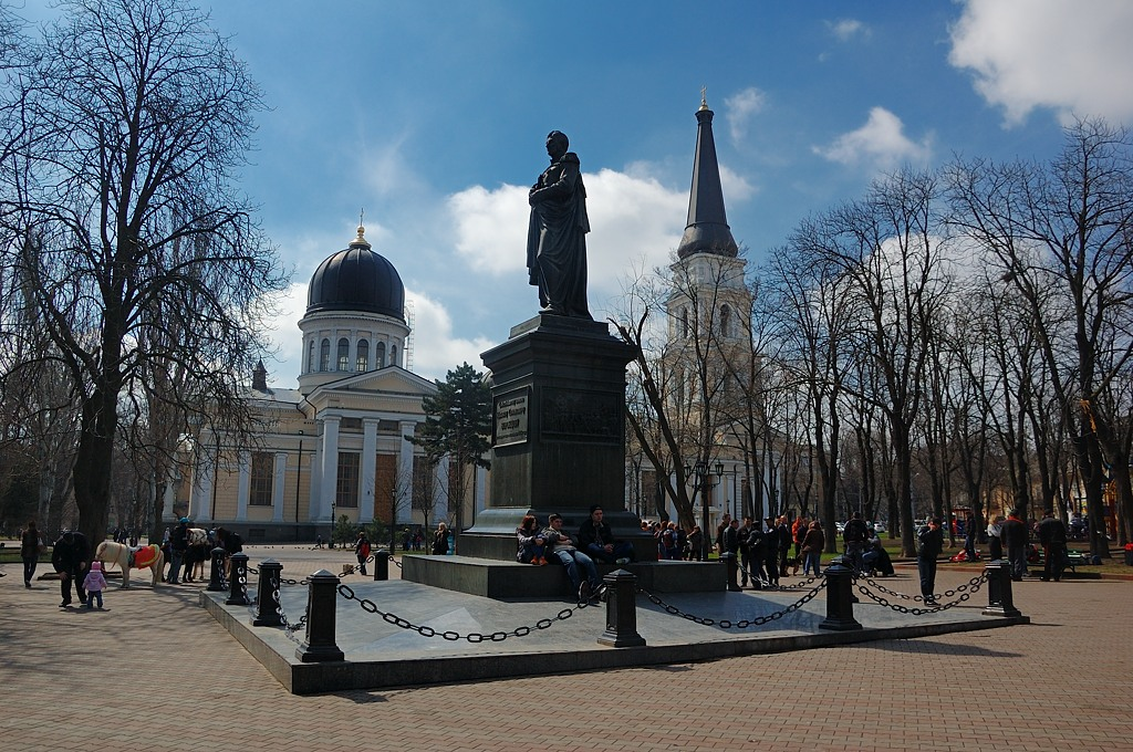 Спасо-Преображенский кафедральный собор и памятник графу Воронцову