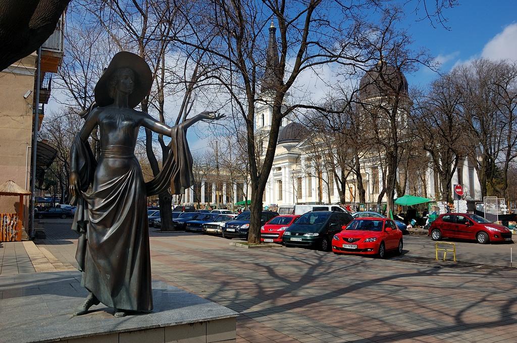 Памятник актрисе Вере Холодной
