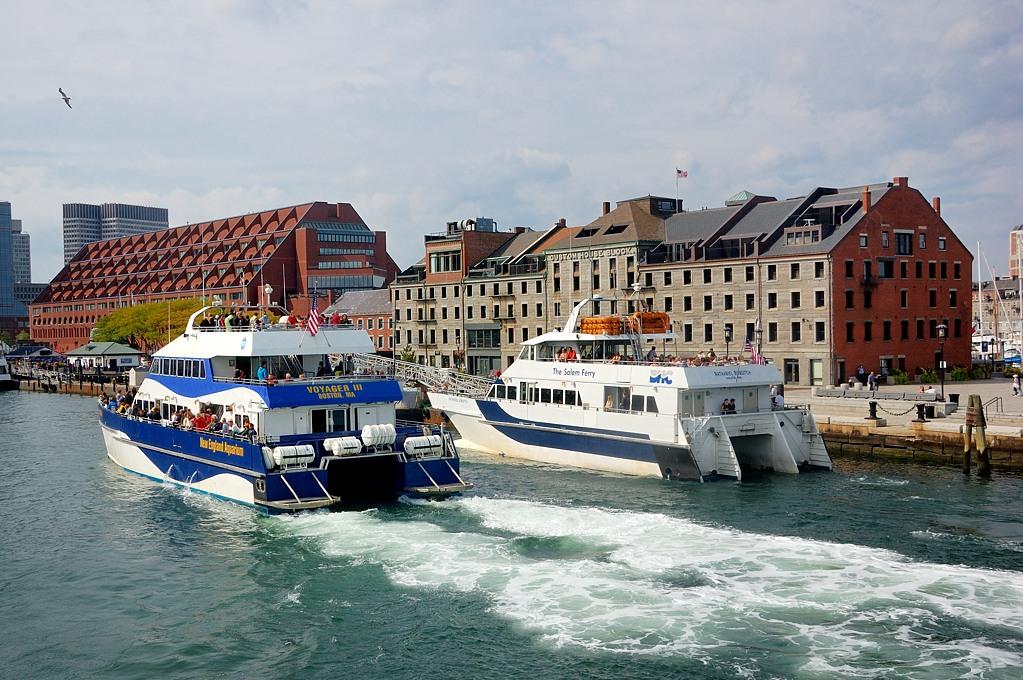 Пассажирский порт и историческое здание таможни