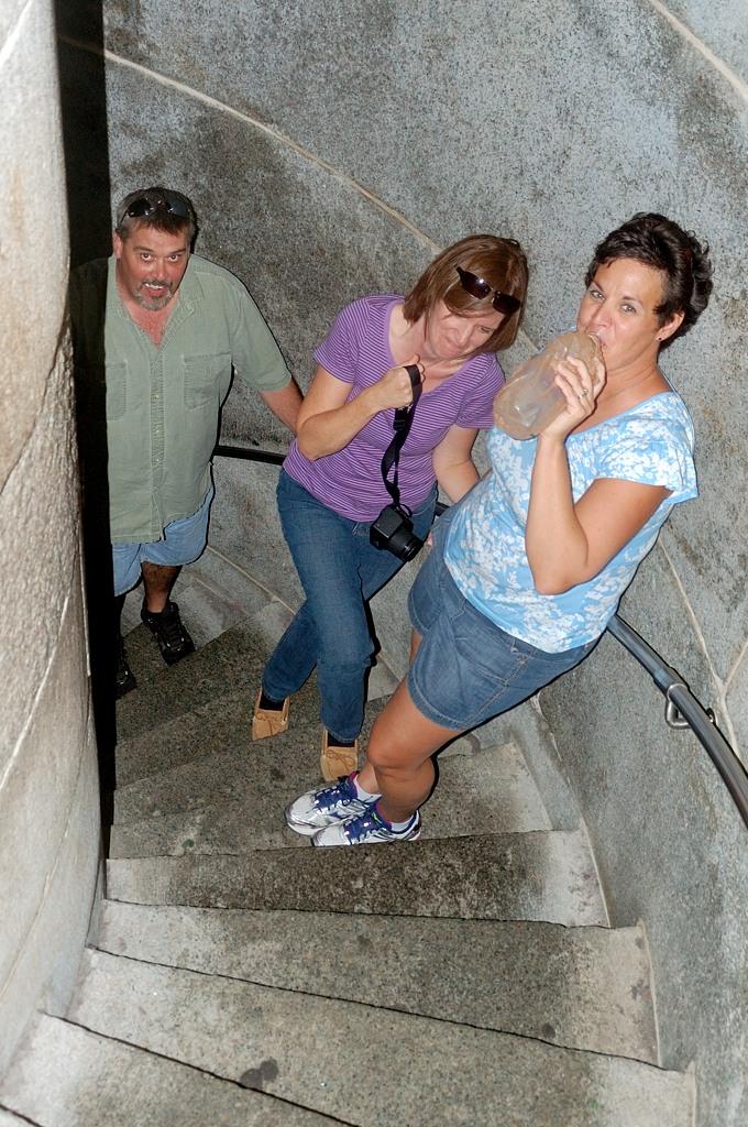 Наверх ведет узкая винтовая лестница