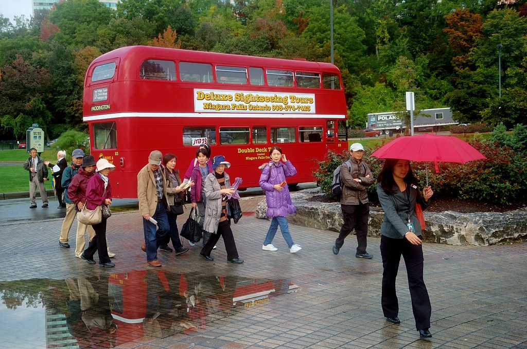Туристы приехали на даблдекере
