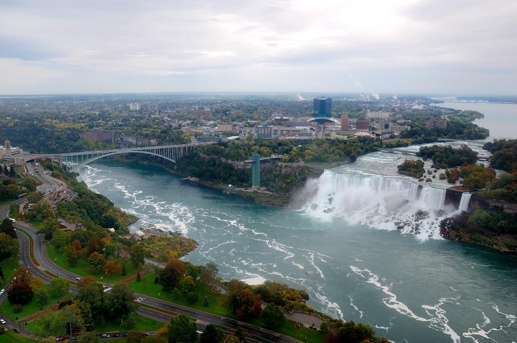 С башни потрясающие виды на Ниагарский водопад, с земли это не увидеть