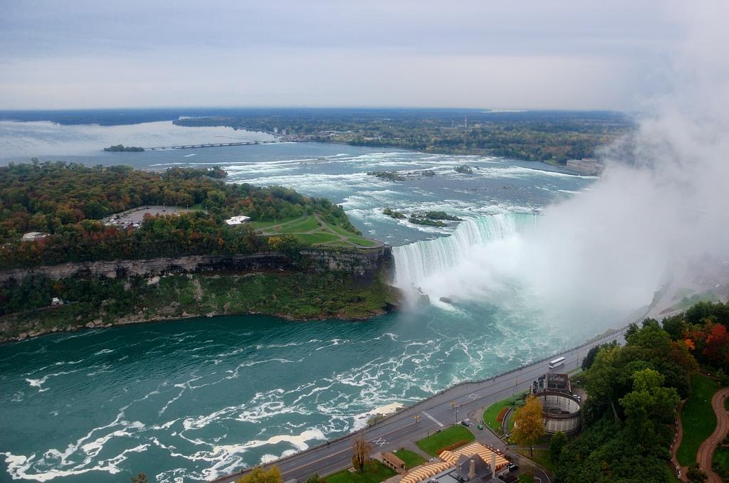 Сверху сразу видна вся конфигурация водопадов