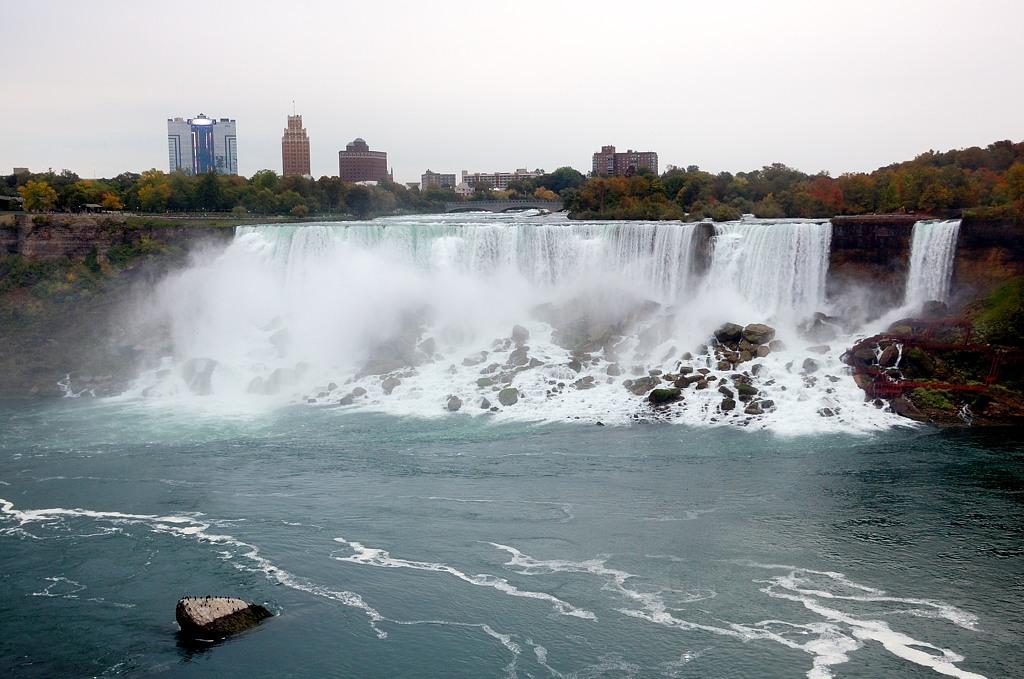 Тут сразу два водопада. Не знали?
