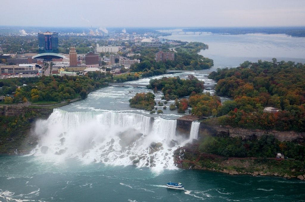 Вид на американский рукав водопада