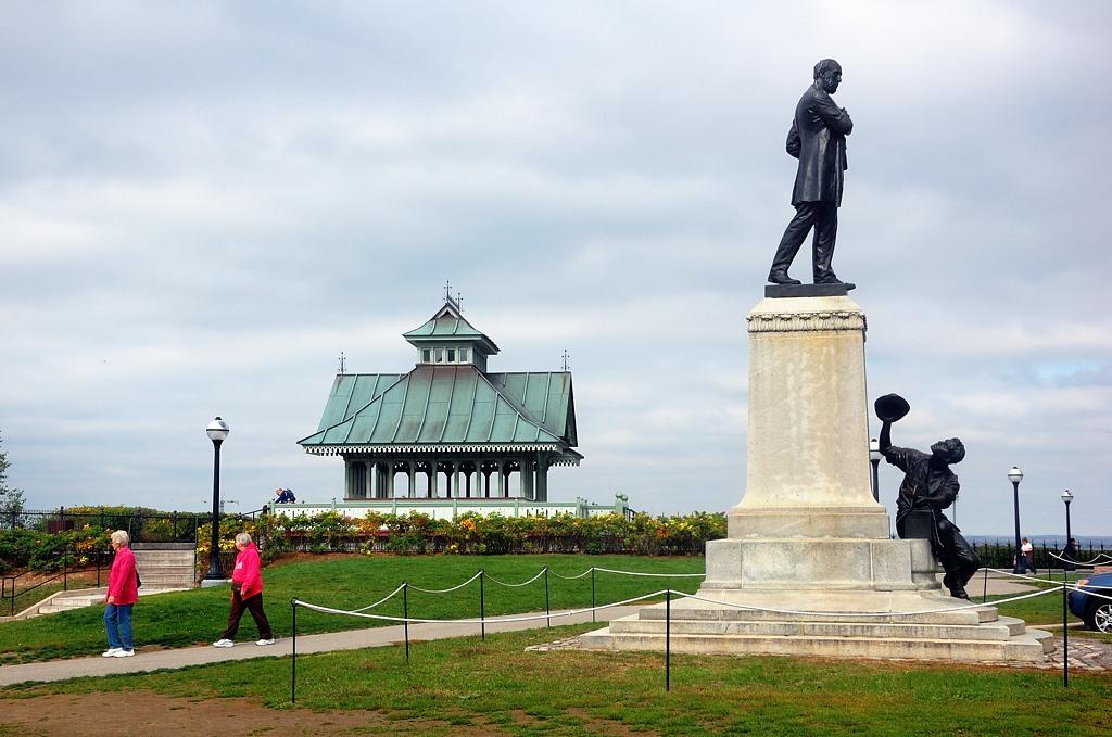 Памятник некоему Джорджу Брауну
