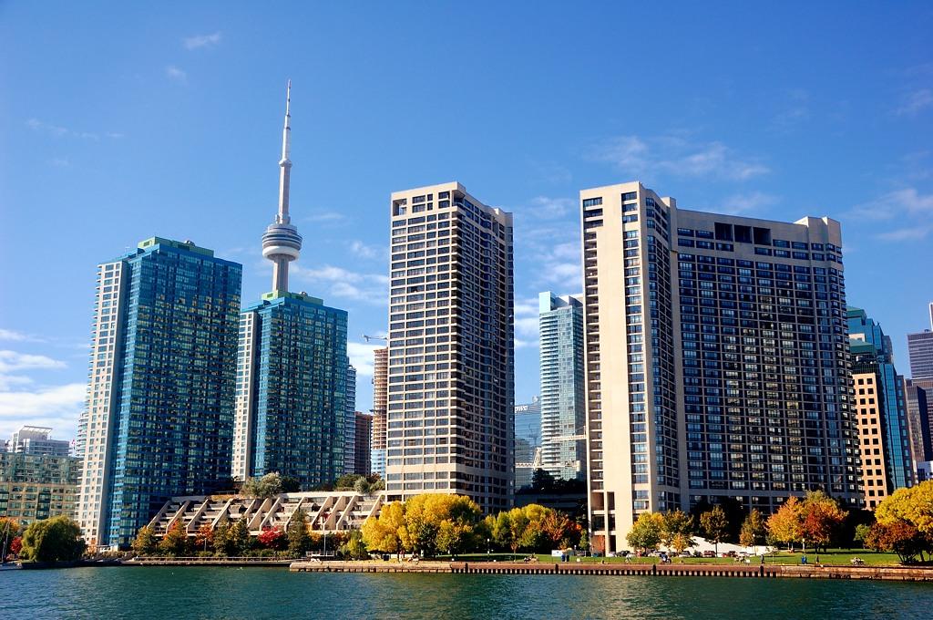 Вид на даунтаун Торонто с лагуны