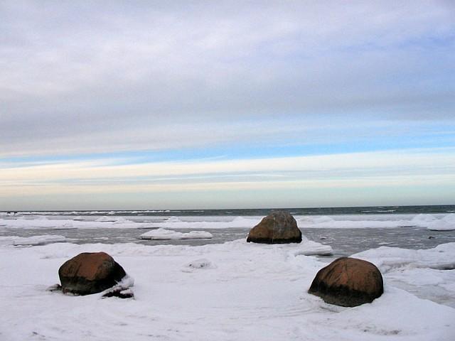 Хийумаа. На берегу моря у маяка Ристна