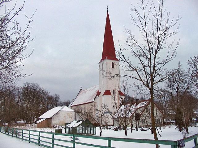 Сааремаа. Церковь в Kihelkonna