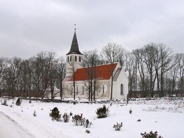 Хийумаа. Церковь Пюхалепа в Сууремыйза