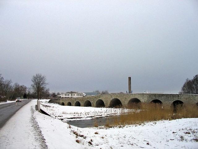 Сааремаа. Старый каменный мост на окраине Курессааре