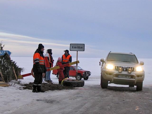 Хийумаа. Въезжаем на ледовую дорогу, ведущую на материк.