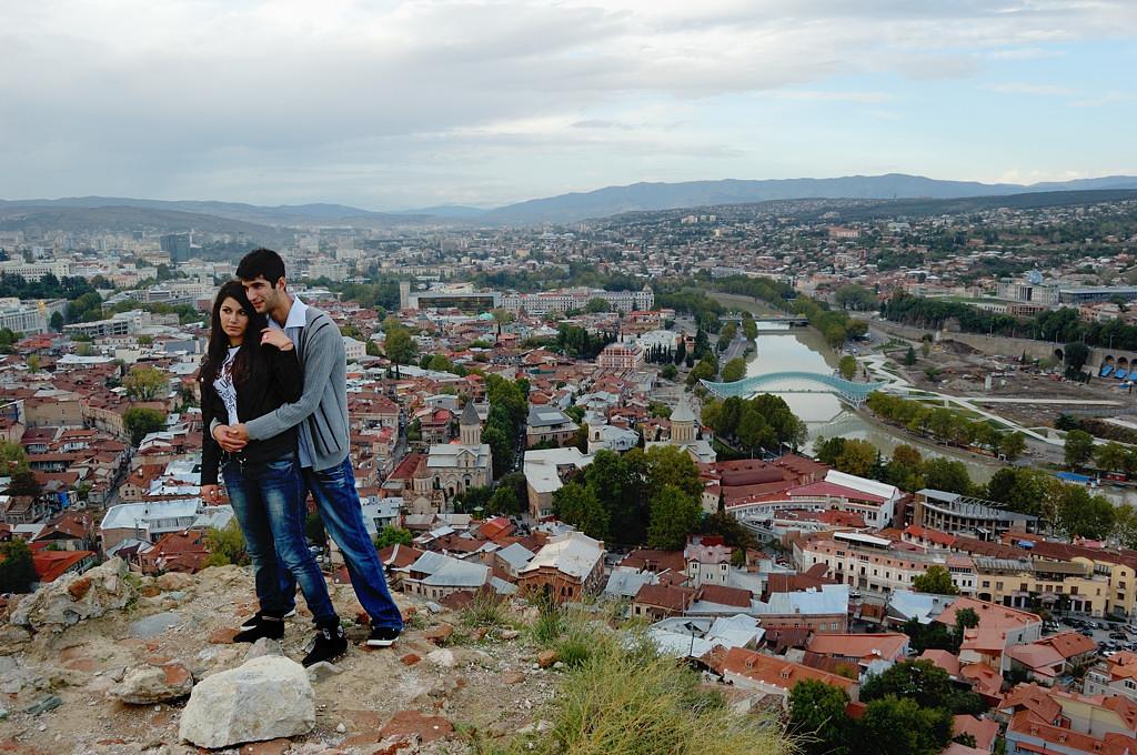 Вид на город с крепости Нарикала