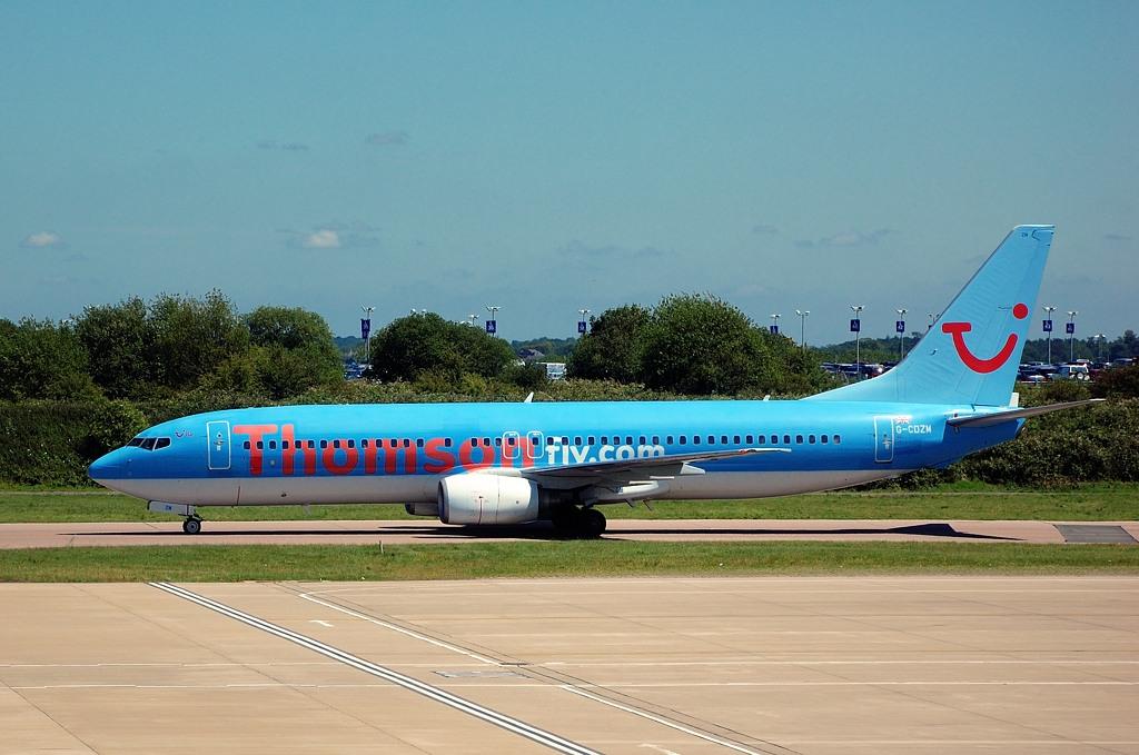 Самолет ThomsonFly в аэропорту Лютон