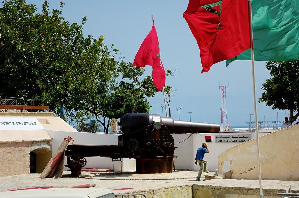 Здесь, как и в Гибралтаре, тоде есть своя 100-тонная пушка :)