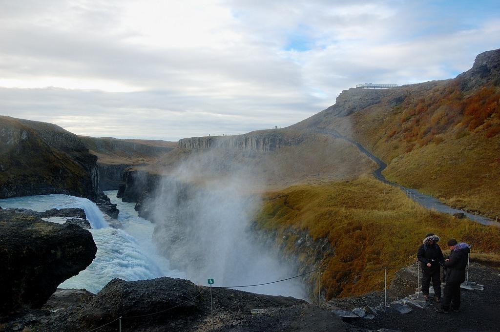 У самого водопада