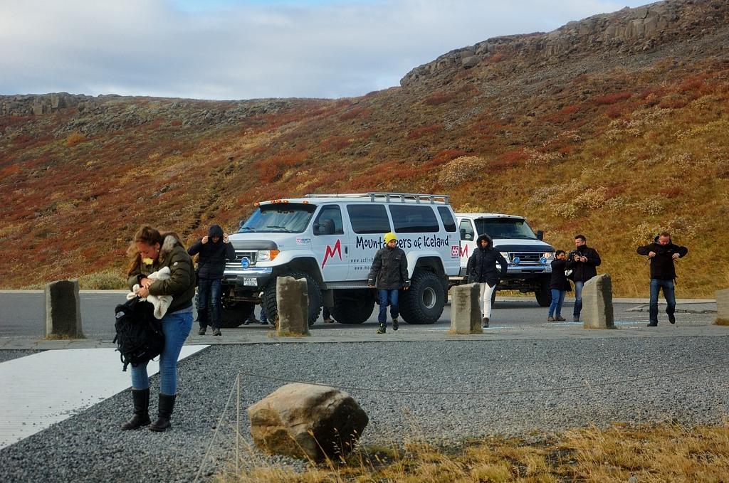 Вот на таких траках возят туристов по Исландии