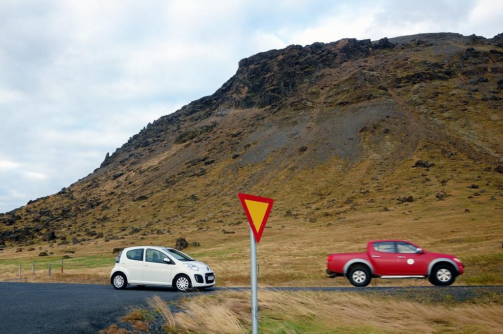 По Исландии лучше ездить вот на таких пикапах, а не на С1 :)