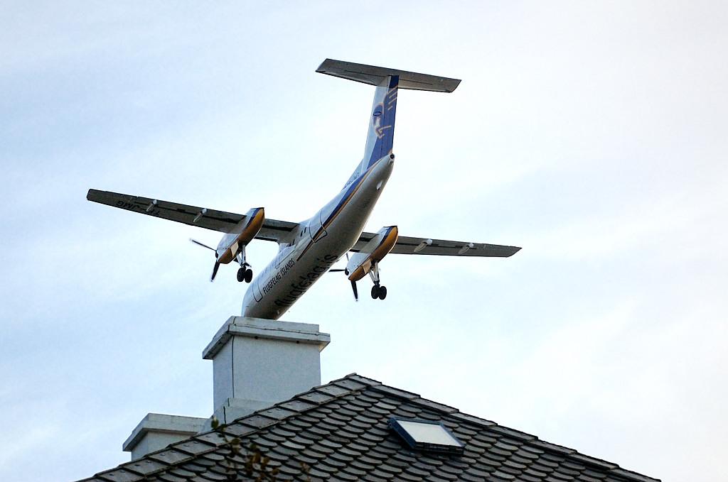 Самолет на крыше