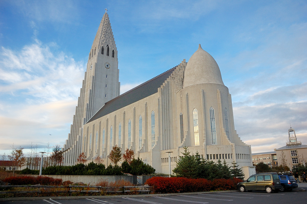 Церковь Хатльгримскиркья, вид сзади
