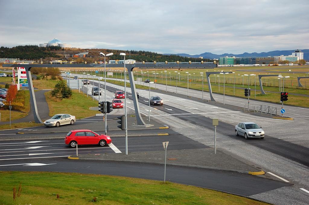 Перекресток у аэропорта