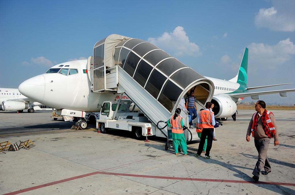 Наш самолет Biman Bangladesh. Сели в Катманду.