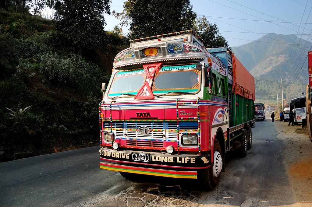 Суровый грузовик фирмы Тата