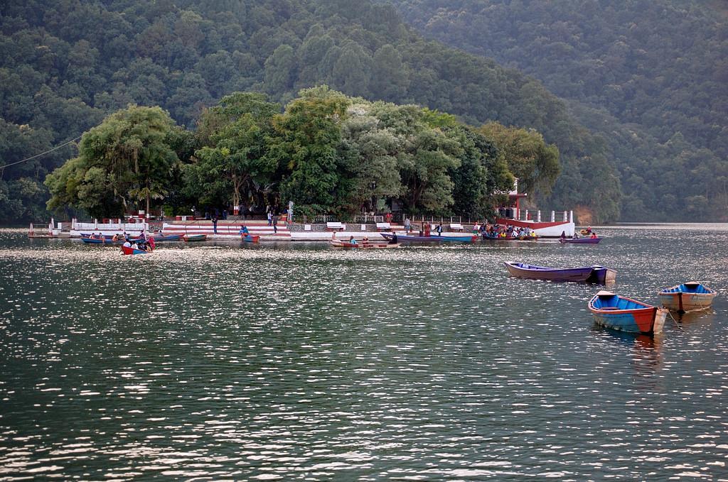 Озеро и остров